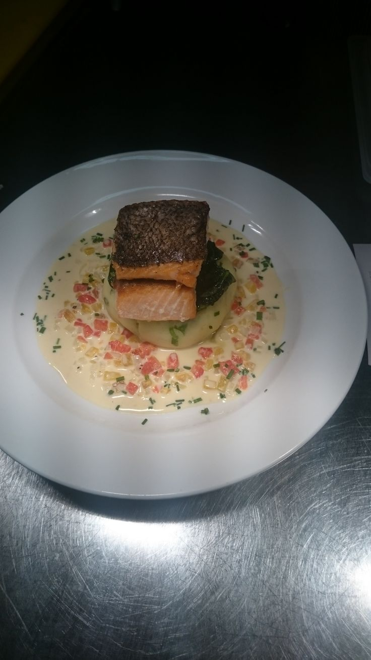 salmon with mash and wite wine sauce with veg