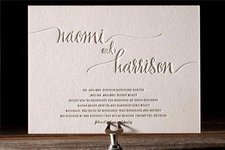 Beautifully minimal with an eyecatching script, the 'Colette' Letterpress wedding invitation from Bella Figura is the perfect suite for a wedding both sophisticated and stylish. Take a closer look on www.appleberrypress.com !