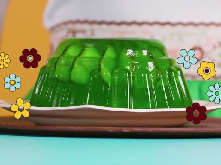 Presenting a Chatelaine recipe straight out of the 70s: a groovy lemon-lime Jell-O mould, ringed with crisp cucumber slices.