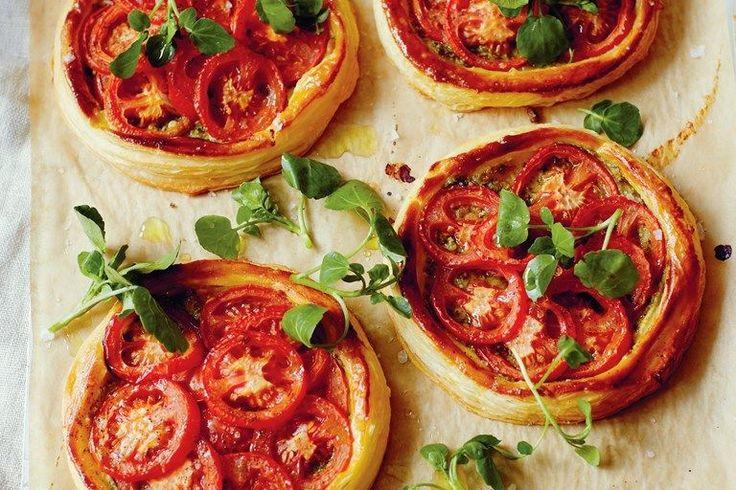 Tomato and pesto tarts