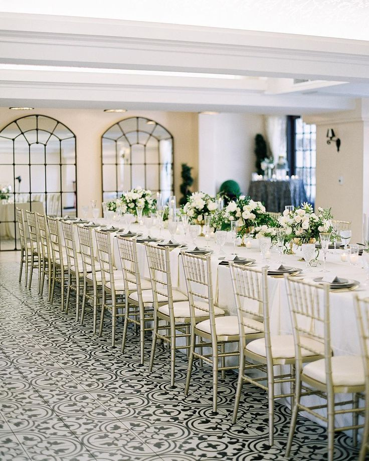 I can't get enough of this amazing table scape by @poshpeony for her very own wedding! That floor! @missioninnhotel really outdid themselves with this gorgeous intimate ballroom! Venue: @missioninnhotel Photography: @spostophoto Cinematography : @miguelgarciastudios Floral Design : @poshpeony Cake: @justalittledessert Stationery: @detailsbeyonddesign DJ: @heartsoundent Officiant: @greatofficiants Rentals: @classicparty Ribbon: @tonoandco Details: @the_mrs_box @seniman_calligraphy…