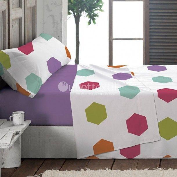 Juego de Sábanas EXXA de la firma La Marioneta. Este nuevojuego de sábanas cuenta con un diseño formado por hexágonos de diferentes colores a juego que la sábana bajera de color morado.