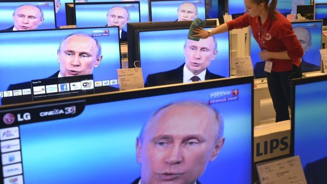 Why Russians watch TV news they don't trust - BBC News