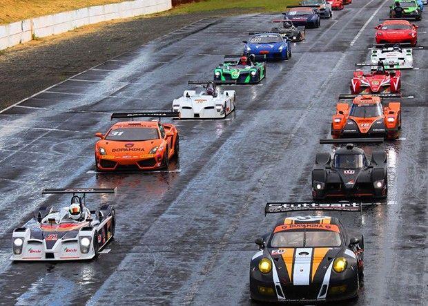 Um início promissor, com uma 1ª etapa eletrizante, foi assim, que iniciou o Campeonato Brasileiro e Gaúcho de Endurance - DOPAMINA, neste sábado (25), em Tarumã (RS), com a prova Três Horas de Tarumã. Com um grid de 29 carros, divididos em sete categorias, e uma briga acirrada pelas primeiras posições até as voltas finais.