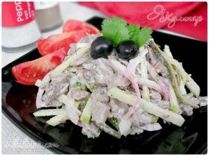 Мясной салат с говядиной и огурцами