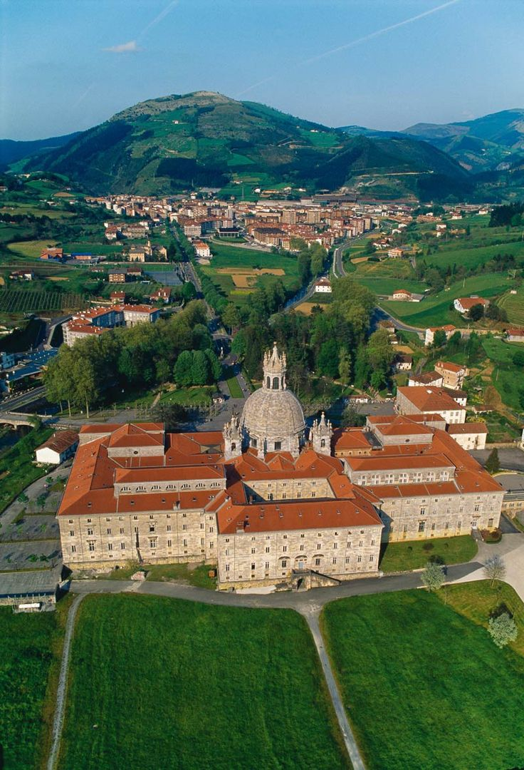 Basílica de Azpeitia, País Vasco. - http://sixt.info/Pinterest-Bilbao #Cultura