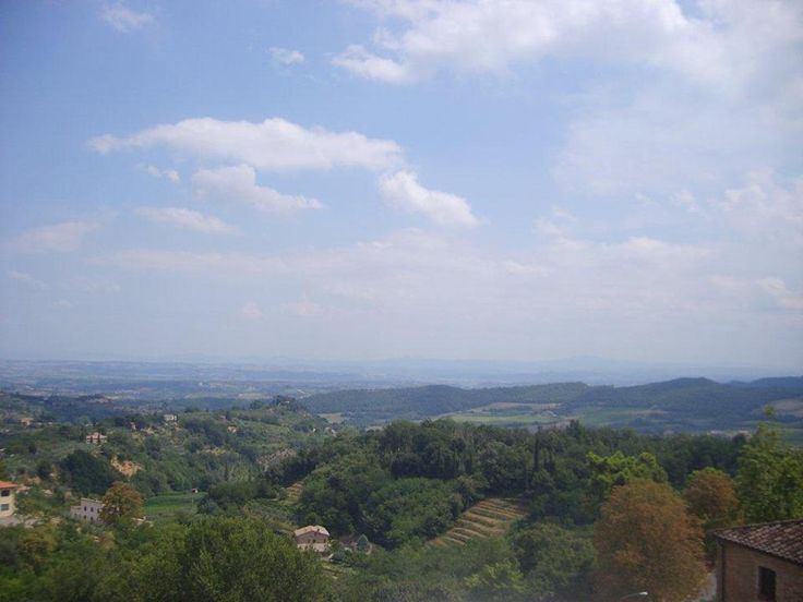 Manzara Cafe Poliziano'dan muhteşem. Bütün şarap mahzenleri ve Toskana manzarası ayaklarınızın altında... Daha fazla bilgi ve fotoğraf için; http://www.geziyorum.net/montepulciano/