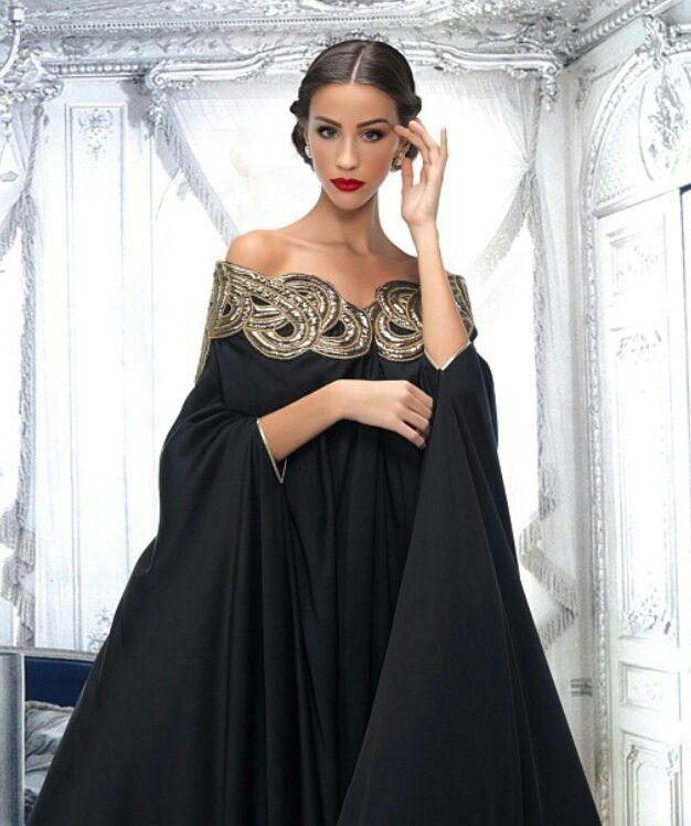 Vestido negro con inspiración en un Saree