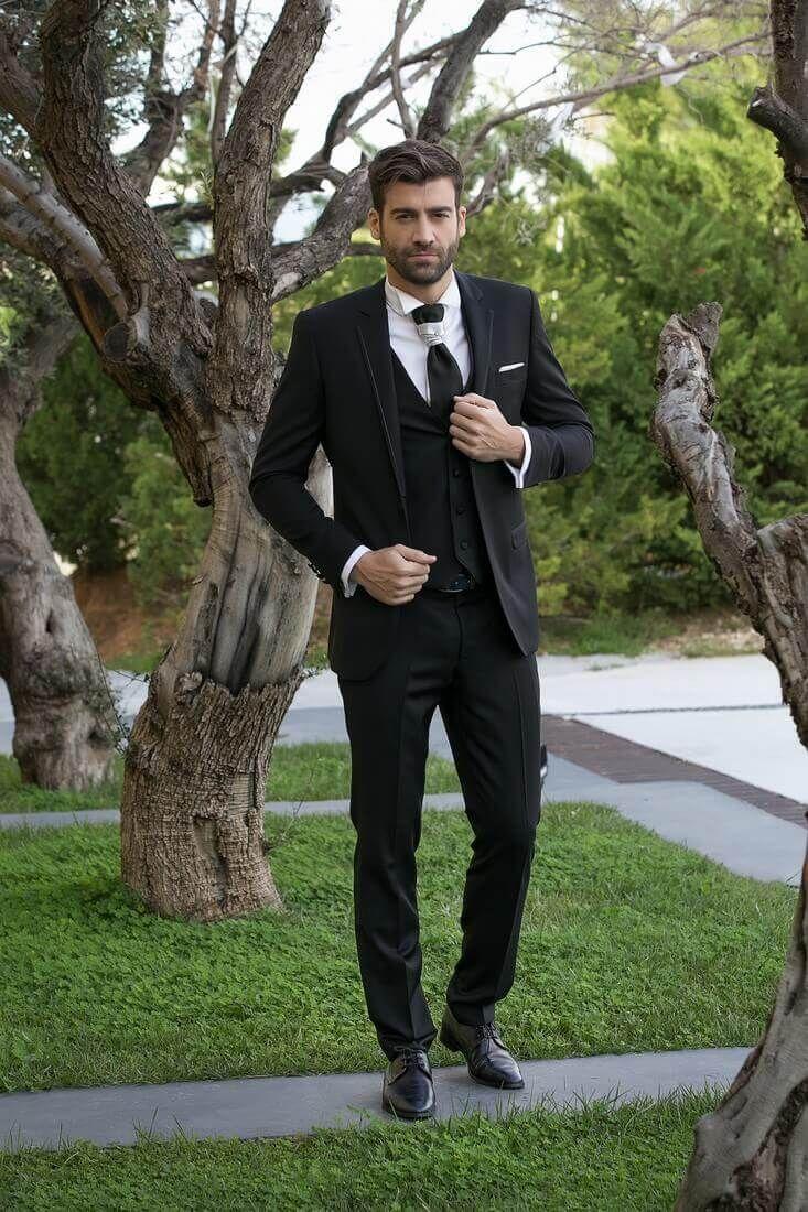 6fed5f31a3be Μαύρο κοστούμι για τον γαμπρό