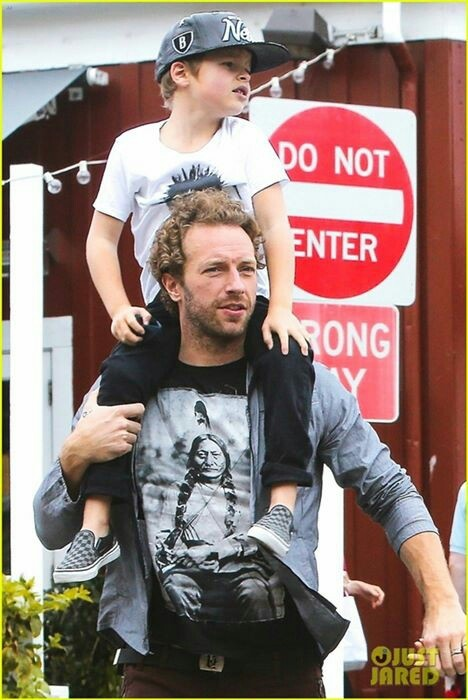 Chris Martin and Moses <3 (the curls are back)