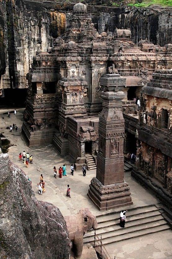 Templo tallado en la roca; en el monte Kailash Tíbet. 8s A.C.