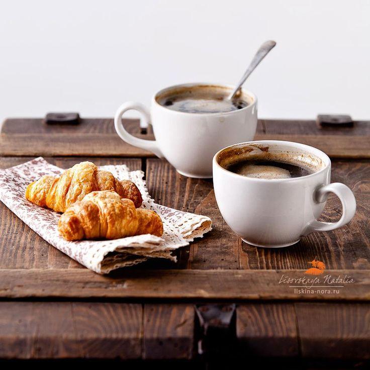 Resultado de imagem para coffee and croissant