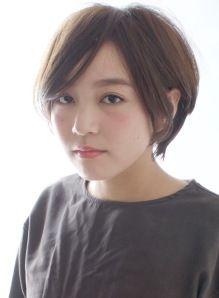 丸顔に似合う 大人レイヤーショートボブ(髪型ショートヘア)