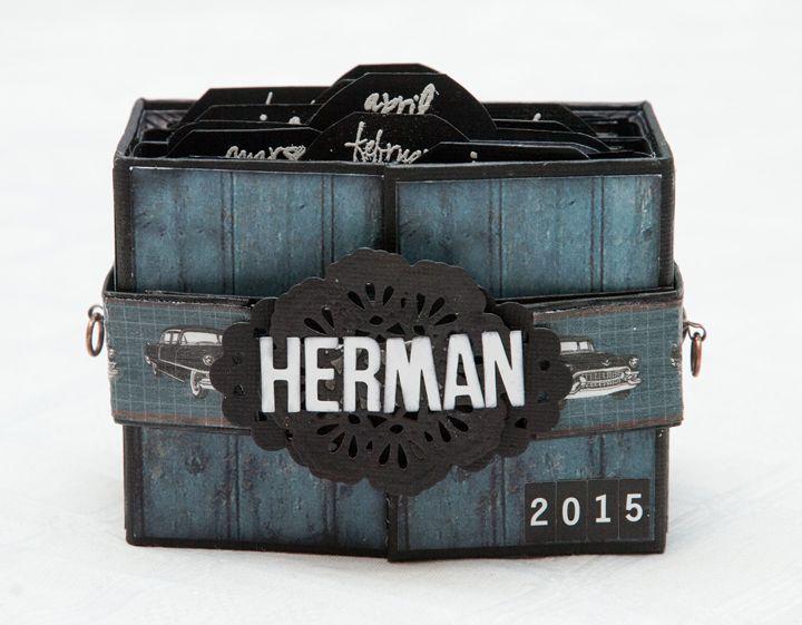 """Et minialbum lagd med arkene fra """"Mann er mann"""". Du finner mal på boksen og masse flere bilder i bloggen.."""