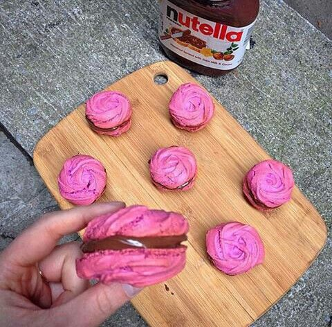 rose macaroon with nutella...