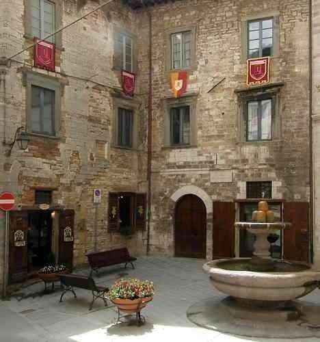 Gubbio: Italy, Gubbio  Follow us:  >> Scopri le Offerte!
