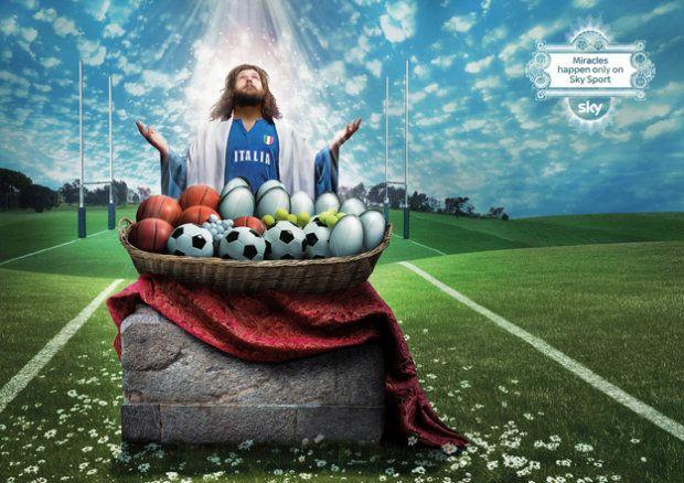 """Reklama kanału sportowego Sky - """"Cuda zdarzają się tylko w Sky Sport"""". Na zdjęciu słynny rugbista Castrogiovanni"""