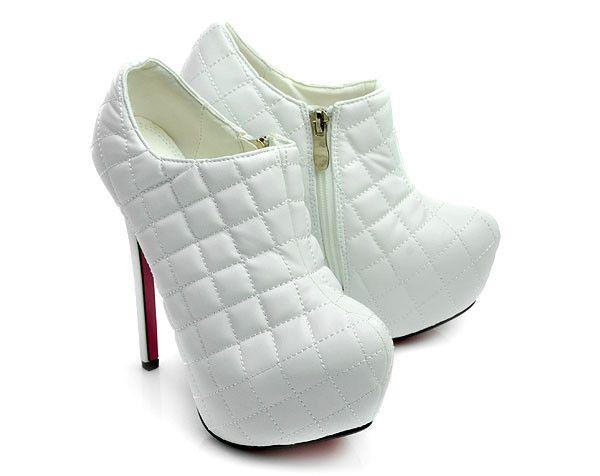 Kožené biele členkové topánky s nádychom extravagancie