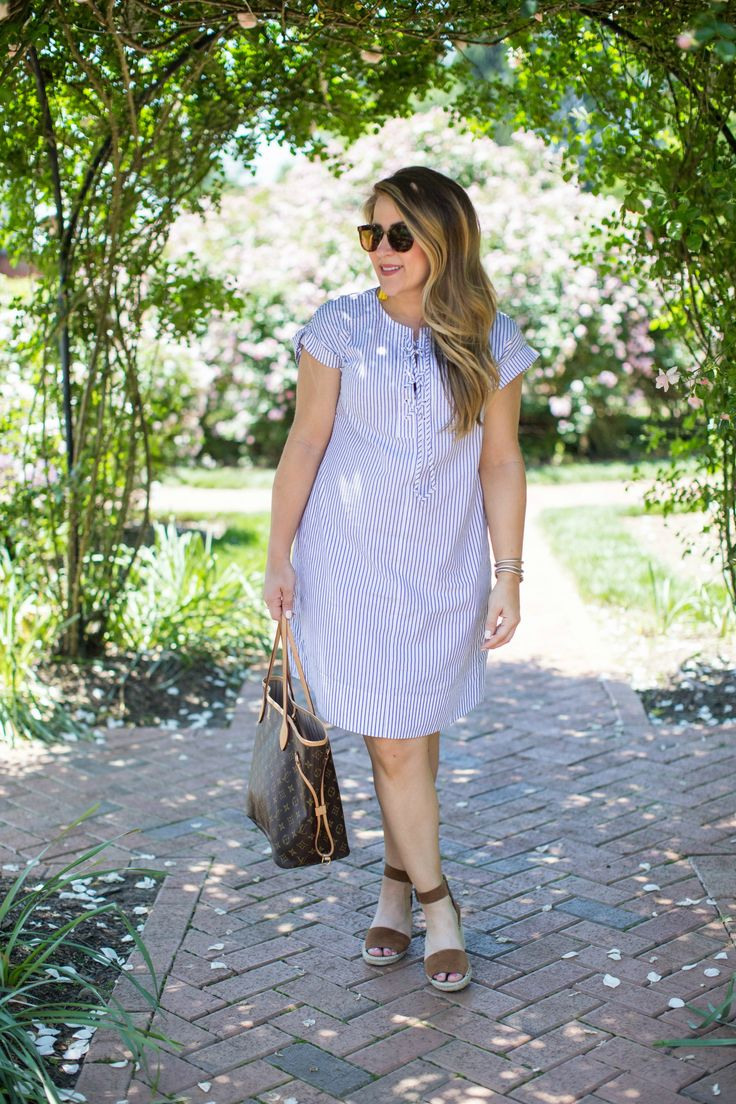Easy spring outfit - a cute dress and and wedges is the best day date outfit! | summer dress outfit | spring outfit idea | wedges outfit | how to style wedges