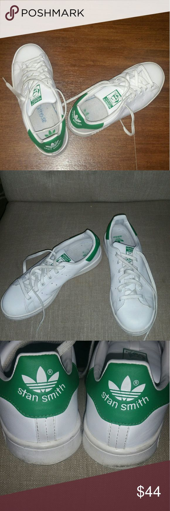 Adidas women original Stan Smith tennis shoes sz 8 Adidas classic women original Stan Smith tennis shoes sz 8.  Great condition...gently worn only a few times. Sz 6 men. 8 women size. adidas Shoes Sneakers