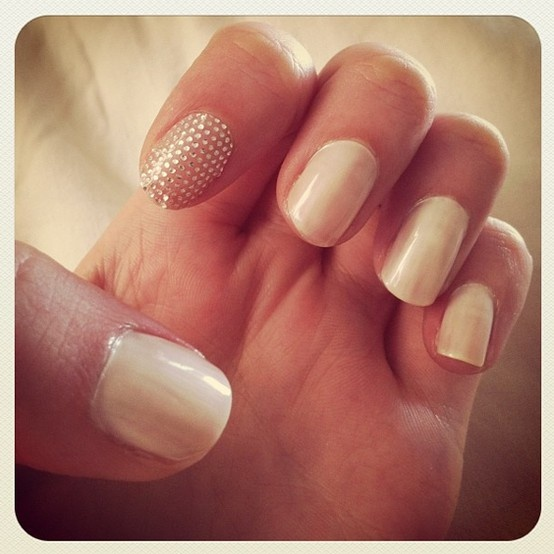 neutral nails + a sparkly surprise #manicure: Cute Nails, Nails Design, Manicures Nails, Sparkle Nails, Nails Art Design, Nails Idea, Neutral Nails, Sparkly Nails, Simple Manicures