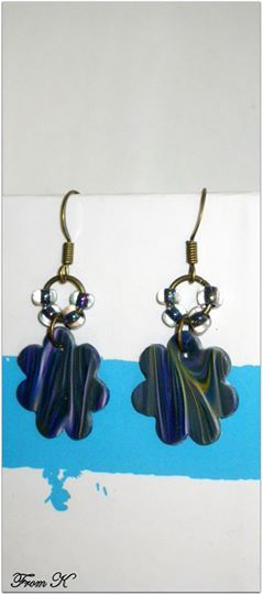 Abstract drop earrings. This earrings with their abstract pattern are made from polymer clay. No two patterns are the same so each pair is unique and colorful. Attached to an ear wire by a jump rings, decorated with a few Czech beads. Very light. Original and unique, they are suitable to be worn at any time. 1,5 cm long with ear piece 7.00 Ron