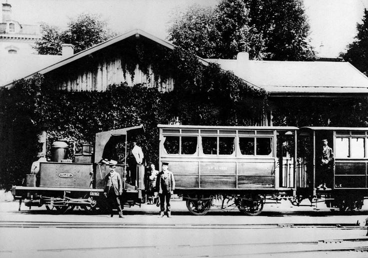 Le Lausanne-Echallens, dit la «Brouette», dont on voit ici locomotive à vapeur, wagons et personnel. La photo date du début du XXe siècle. #Train