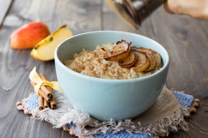 Chladná podzimní rána přímo vybízejí ktomu, abychom si udělali ke snídani něco teplého a zároveň výživného. Kaše jsou ktomu přímo ideální. Jak je dochutit? Kaše patří mezi rychlá a nutričně bohatá jídla. Nakopnou metabolismus a dodají energii na několik hodin. Vět…
