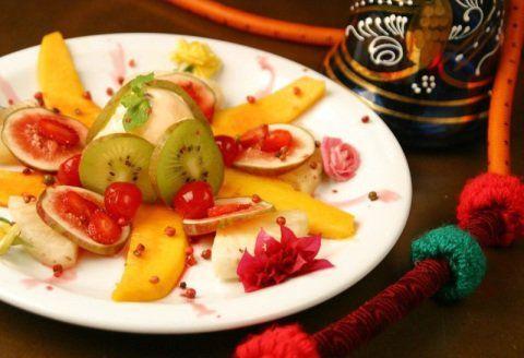 Quer deixar sua ceia de Natal diferente? Experimente fazer salada de frutas, com a receita do chef Eric Thomas, do restaurante Tantra