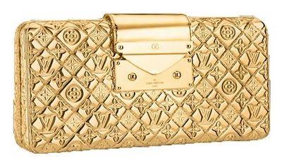Esse inverno vai pedir dourado! Que tal essa clutch bag LOUIS VUITTON??  #todasamam