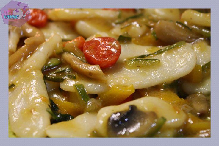 Oggi proviamo insieme una ricetta tutta orientale!! Gnocchi di riso cinesi! Chi non ha avuto il piacere di assaporarli? Segui il nostro tutorial..