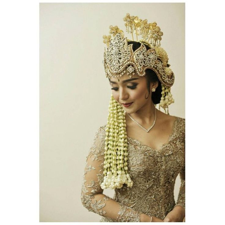 """The Bride's Bestfriend on Instagram: """"We are swooning over this champagne colored kebaya! Love the choice of color that displays an elegant feel and matches perfectly with her Sundanese siger, creating such gorgeous sight. Isn't she stunningly beautiful? Tag someone who'll love this! Photography by @delapantigapictures Kebaya by @verakebaya Siger by @rumahkebaya_id Makeup by @iierianti_mua via @krachmani"""""""