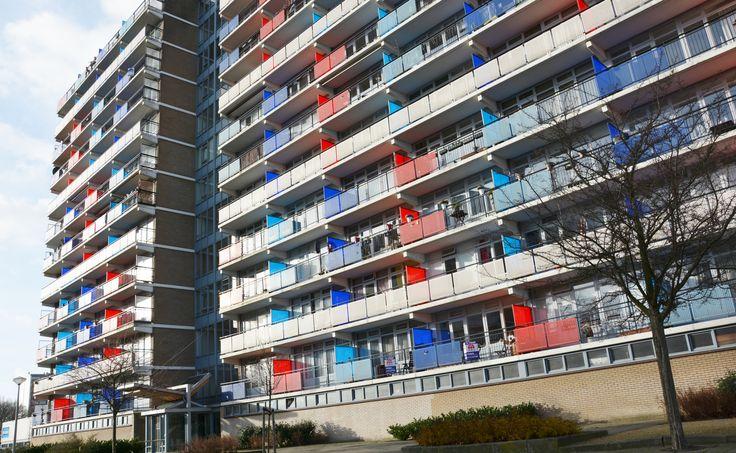 """Makelaardij Van Brussel Aïdaplein 259 Een royale hoekmaisonnette op de 11de en 12de etage van een appartementen- complex gelegen naast winkelcentrum """"de Ridderhof"""" met een werkelijk schitterend uitzicht rondom.  Het appartement is op de 11de etage voorzien van 2 slaapkamers, een balkon  en een 2e toilet; op de 12de etage zijn een royale woonkamer, een afgesloten keuken, een geheel betegelde badkamer, de 3de slaapkamer en 2 balkons."""