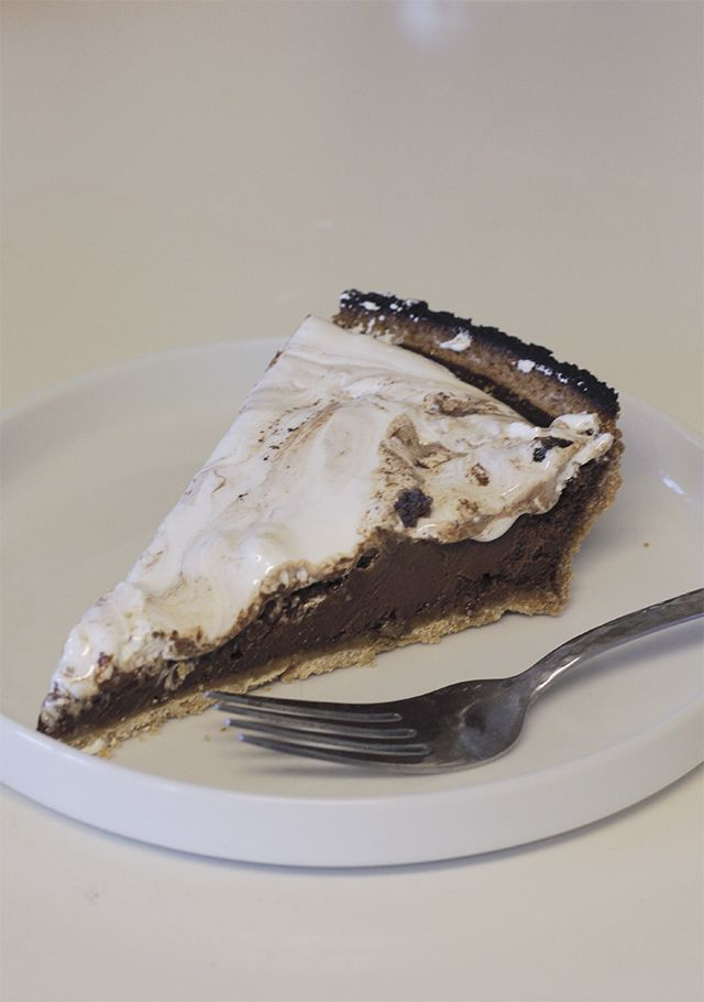 Campfire Pie // Dairy Free S'mores Tart Recipe // writing in red lipstick