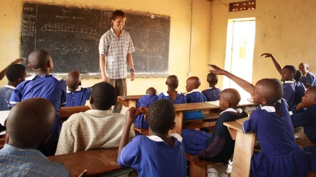Make a difference. Teach in Uganda | Volunteering Travel Expedition , Uganda Travel Experience | Combadi #volunteering #africa #uganda