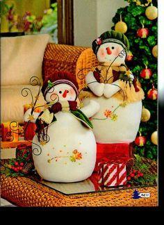 Dúo de hermosos muñecos de nieve.