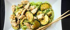 """""""Milujem ázijskú kuchyňu. Moja špajza je vždy plná ázijskych produktov. Prečo? Pretože táto kuchyňa je jednoduchá, umožňuje ľubovoľné kombinácie a je neuveriteľne rýchla. Čínske cestoviny dokonca ani nemusíte variť. Stačí ich zaliať horúcou vodou, počkať 3-4 minúty et voilá."""" - Łukasz http://varme.sk/recipe/cinske-zelene-cestoviny-s-cuketou/?utm_source=fb&utm_medium=cinske-zelene-cestoviny-s-cuketou&utm_campaign=pinterest-main"""
