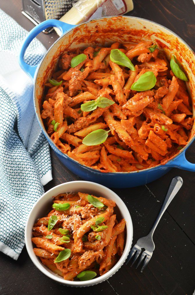 One Pot Penne Vodka with Sausage. This recipe is so delicious, no one ...