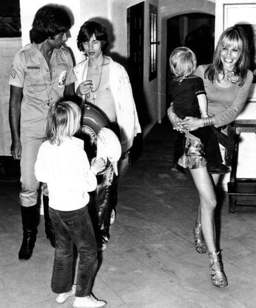 Keith Richards, Mick Jagger, Anita Pallenberg and children