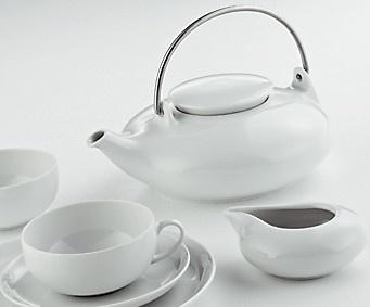 Teesetti Tunisia Posliinia. Väri valkoinen. 21-osainen tyylikäs teesetti: teekannu 1l, sokeriastia 0,20 l, maito/kerma-astia 0,15 l, 6 teekuppia 0,20 l, 6 aluslautasta 14 cm ja 6 leivoslautasta 20 cm.