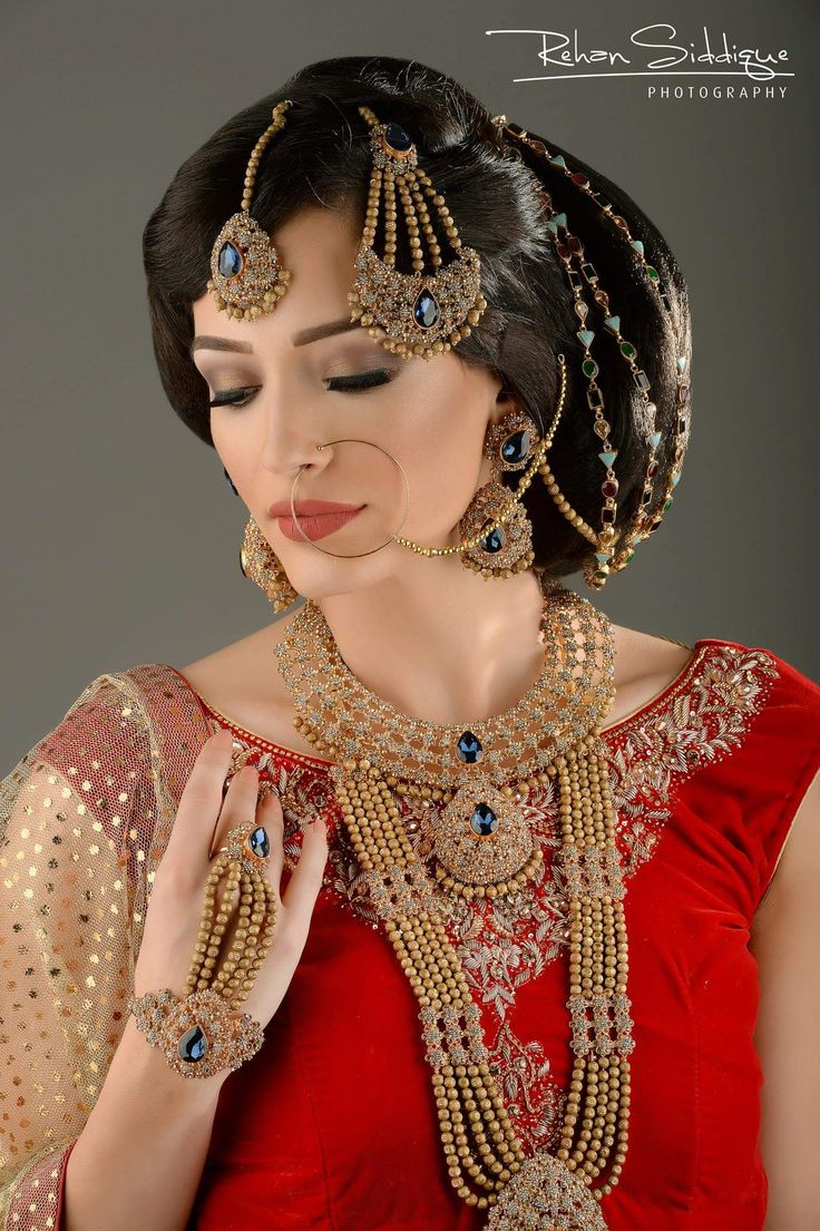 What a beautiful extra large low bun with beautiful adornments! Care however should be taken before adopting such hairstyles, as due to it's high static charge, it will cause phlegm to move up in the throat, causing the voice to quaver & a frequent urge to clear the throat. A heavy chabi chhalla with a long & wide hook if inserted at the edge of the pleats of the saree, will reduce this problem as it's hook will activate the acupressure points that act to keep the throat clear.