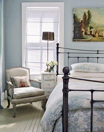 上手に取り入れたいインテリアのテーマカラー。カラー別にみてみよう ... 寝室には暗めの色を選びそうですが、ライトブルーも取り入れ