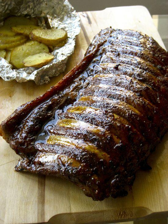 Glazed spare ribs and potatoes in a parcel/ Μελωμένα χοιρινά παϊδάκια και πατάτες στο αλουμινόχαρτο
