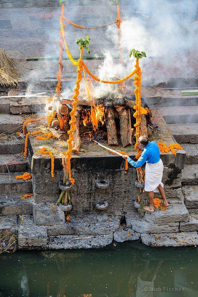 Cremation . Nepal