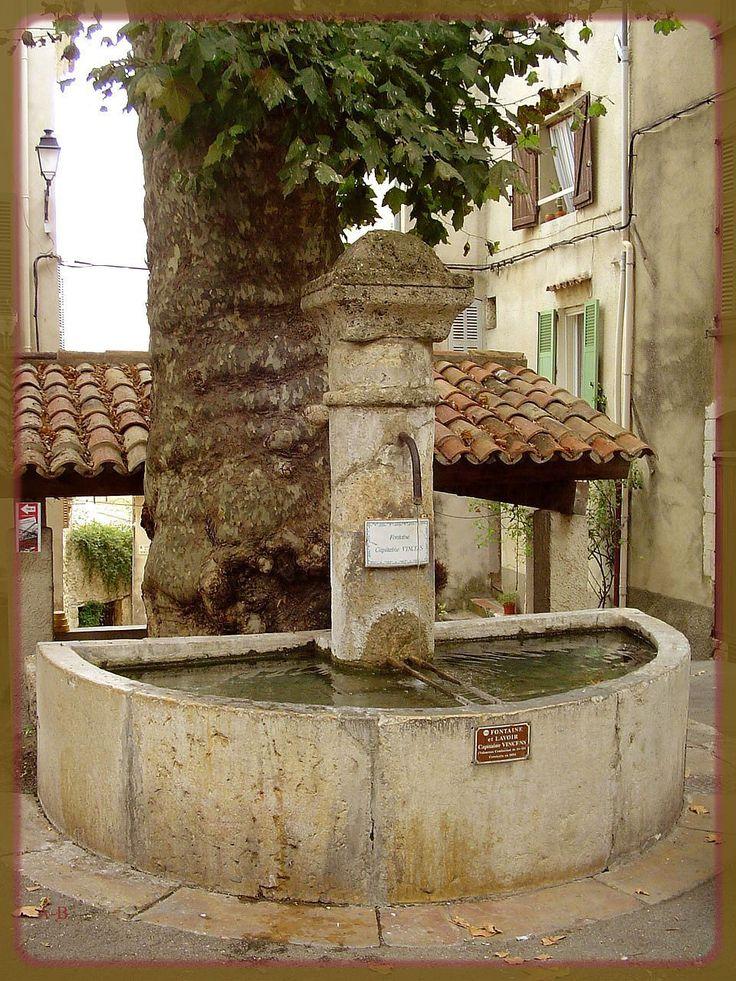 Barjols (Var) fontaine lavoir capitaine vincens