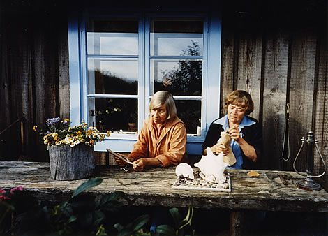 Tove Jansson & Tuulikki Pietilä Working together on the Moomin models and tableaux.