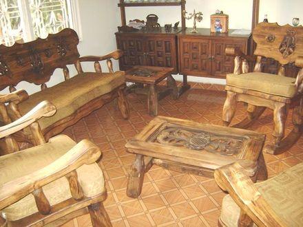 Muebles de sala rusticos en madera buscar con google for Sillones de tres cuerpos
