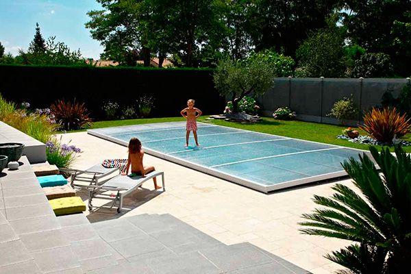 Disfruta del espacio con las cubiertas planas para piscinas. Diseño, a medida, minimiza impacto visual en jardín, formato modular, seguridad y mantenimiento, innovación y diseño, máximas prestaciones, brazos hidráulicos