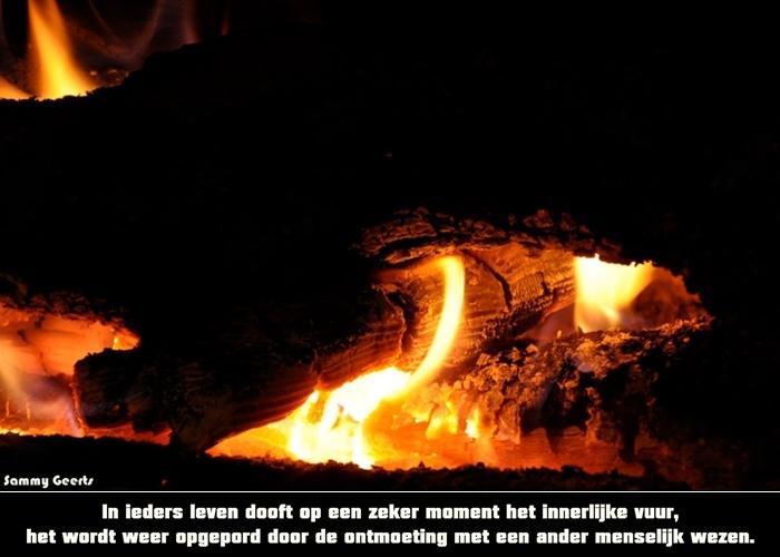 In ieders leven dooft op een zeker moment het innerlijke vuur. Het wordt weer opgepord door de ontmoeting met een ander menselijk wezen.