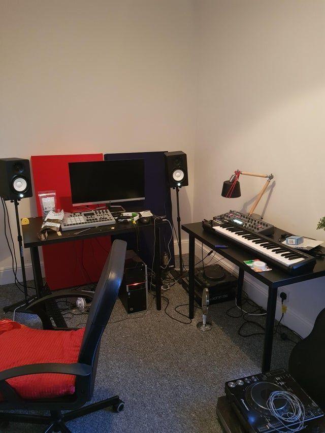 10 Modern Home Studio Setups That Nail The Vibe Home Studio Setup Music Studio Decor Music Studio Decor Ideas